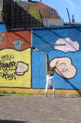 handstand-claas-graffiti