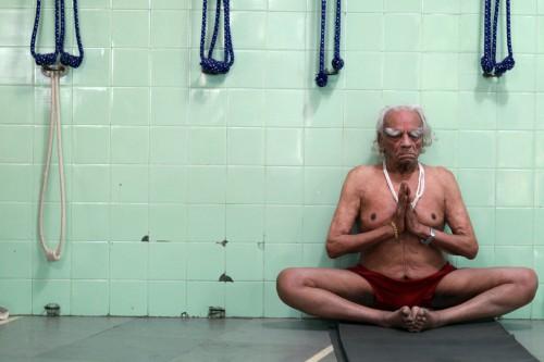 bks-iyengar-last-practice-500x333